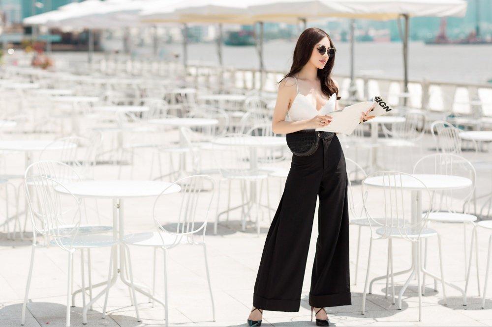 Hoa hau Jolie Nguyen dien trang phuc ca tinh, khoe vong 1 goi cam hinh anh 2