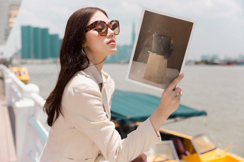 Hoa hau Jolie Nguyen dien trang phuc ca tinh, khoe vong 1 goi cam hinh anh 8