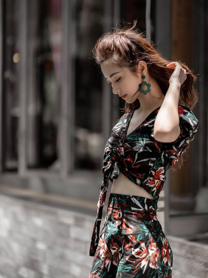Thanh Hang, Jun Vu, Angela Phuong Trinh chuong vay hoa don he ruc ro hinh anh 2