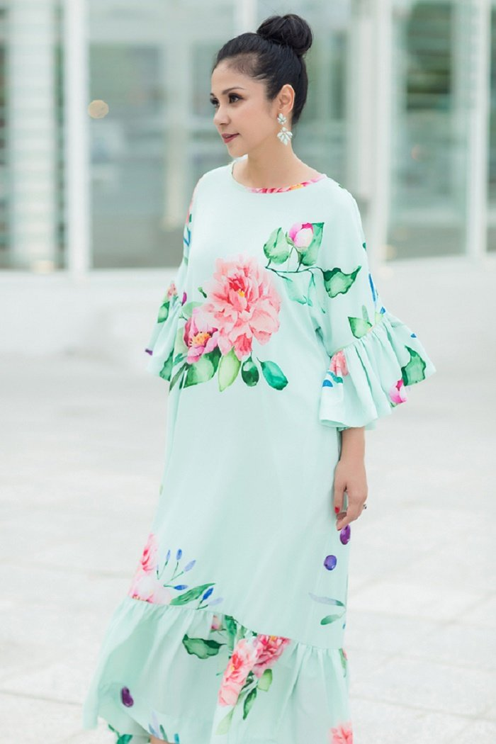 Thanh Hang, Jun Vu, Angela Phuong Trinh chuong vay hoa don he ruc ro hinh anh 12