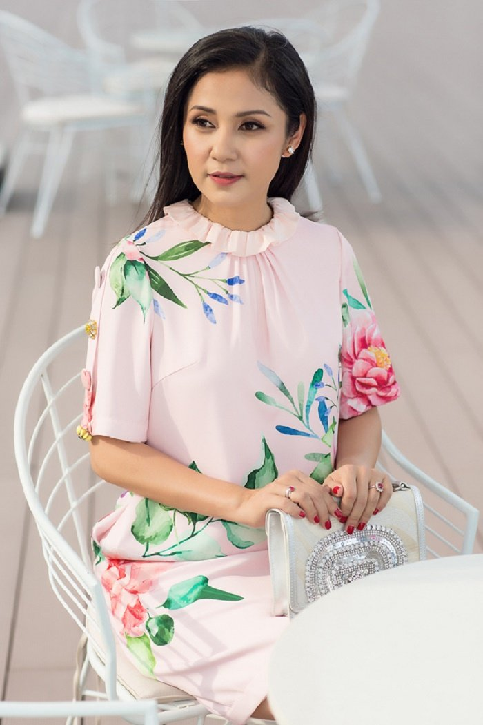Thanh Hang, Jun Vu, Angela Phuong Trinh chuong vay hoa don he ruc ro hinh anh 13