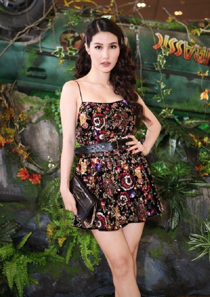 Thanh Hang mau me van dep, Hoa hau Huong Giang quyen ru voi vay xuyen thau hinh anh 8