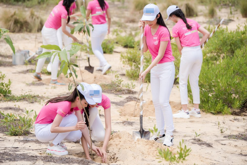 Thi sinh chung khao phia Nam Hoa hau Viet Nam 2018 doi nang tham gia trong cay hinh anh 3
