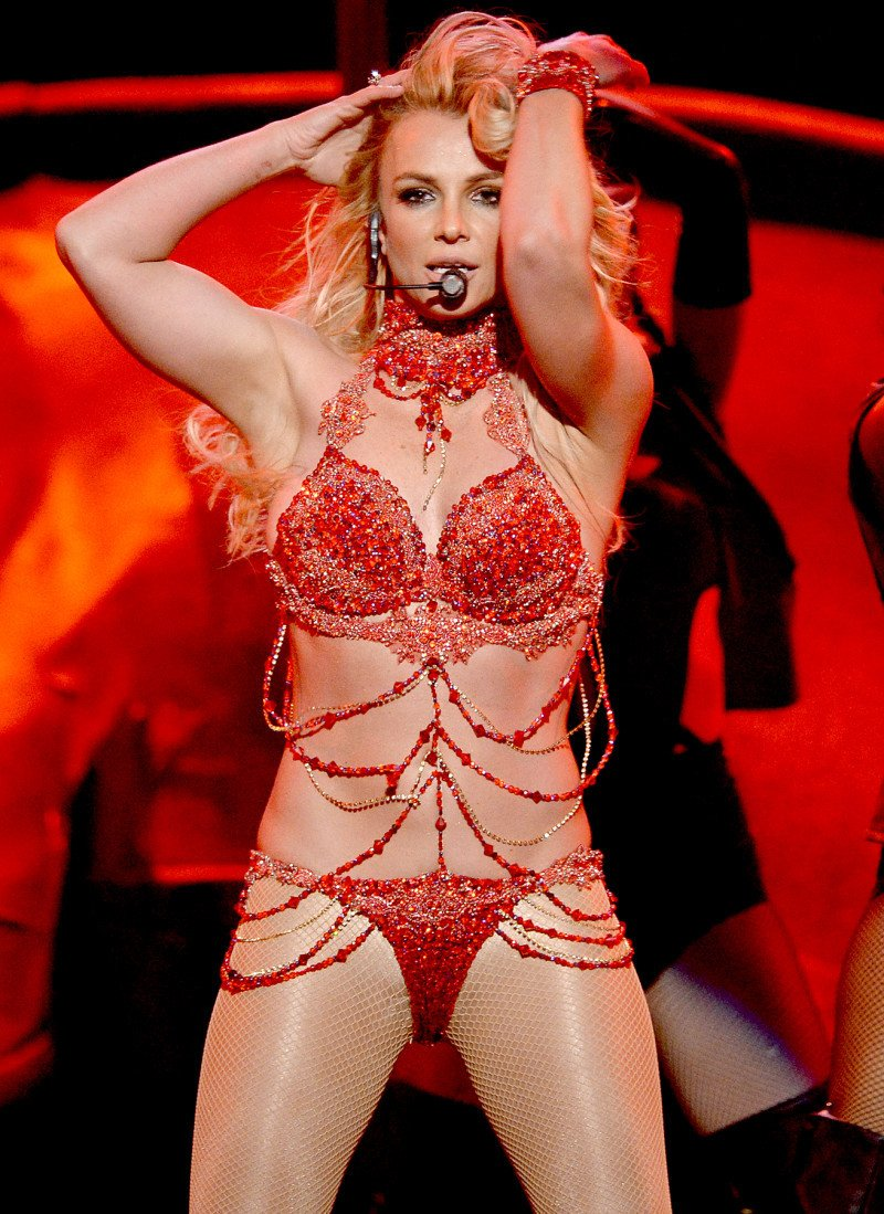 Britney Spears tro lai sau loat scandal den toi ngoan muc the nao? hinh anh 8