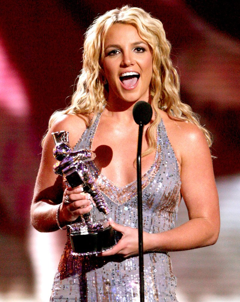 Britney Spears tro lai sau loat scandal den toi ngoan muc the nao? hinh anh 3