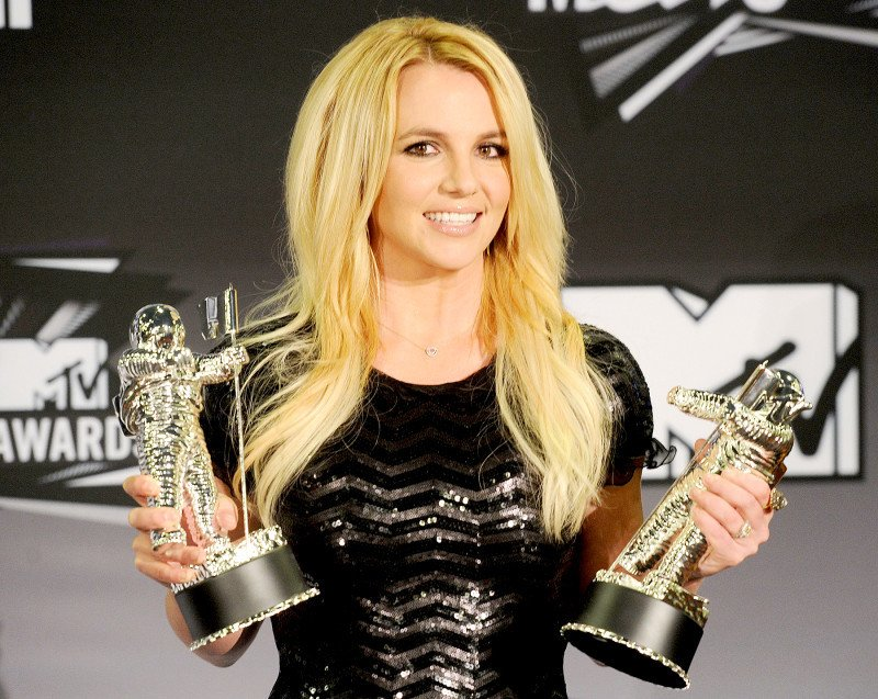 Britney Spears tro lai sau loat scandal den toi ngoan muc the nao? hinh anh 5