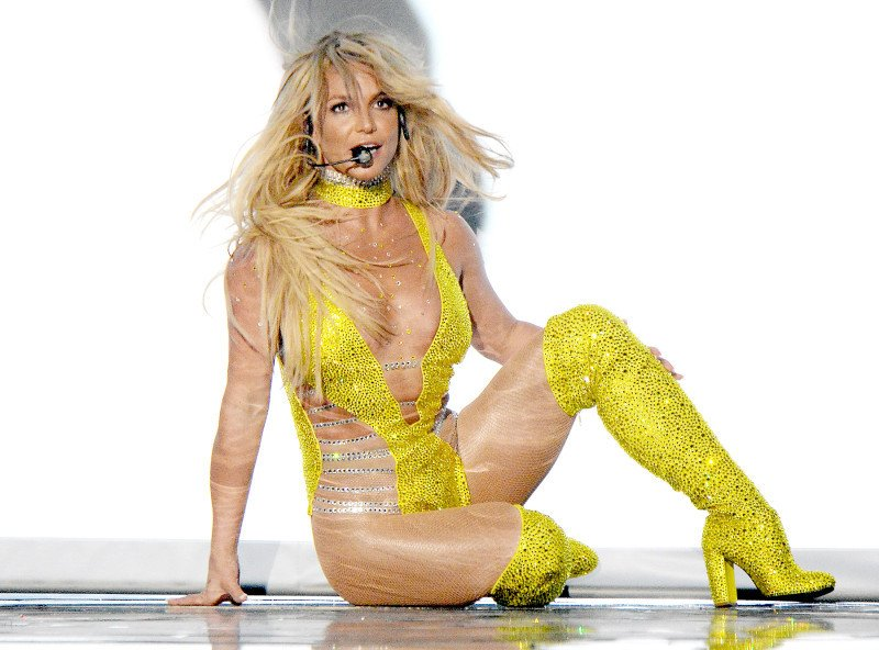 Britney Spears tro lai sau loat scandal den toi ngoan muc the nao? hinh anh 9