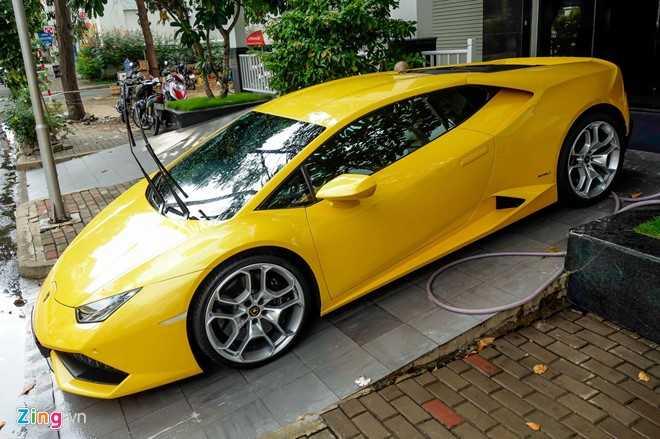 Sieu xe Lamborghini Huracan mau vang doc truoc nha Cuong Dola hinh anh 3