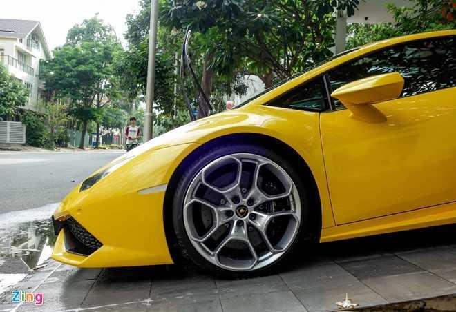 Sieu xe Lamborghini Huracan mau vang doc truoc nha Cuong Dola hinh anh 4