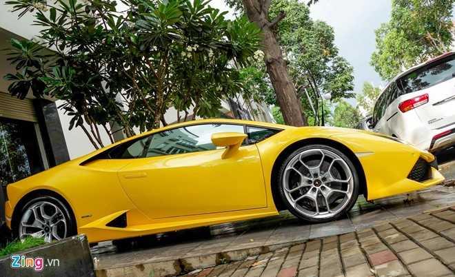 Sieu xe Lamborghini Huracan mau vang doc truoc nha Cuong Dola hinh anh 5