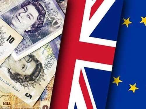 Nha giau mat ngu vi Brexit: Om USD, tich vang hinh anh 2
