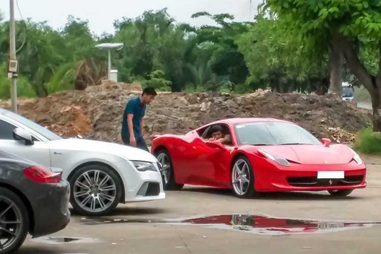 Dan choi Viet chi hon 2 ty sua Ferrari 458 hinh anh 1