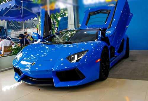 Ngam Lamborghini Aventador mau xanh cuc doc moi ve Viet Nam hinh anh 2