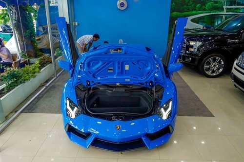 Ngam Lamborghini Aventador mau xanh cuc doc moi ve Viet Nam hinh anh 4