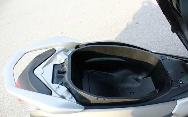 Soi Yamaha NM-X 155 doi thu 'khong doi troi chung' cua Honda PC-X hinh anh 11