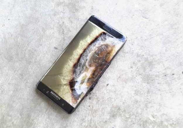 Galaxy Note 7 nhu mot 'qua bom', Samsung khuyen cao khong bat may hinh anh 1