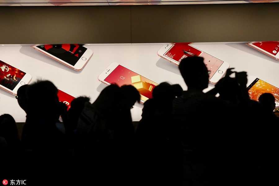 Dan Trung Quoc doi mua xep hang mua iPhone 7 hinh anh 4