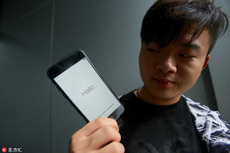 Dan Trung Quoc doi mua xep hang mua iPhone 7 hinh anh 5