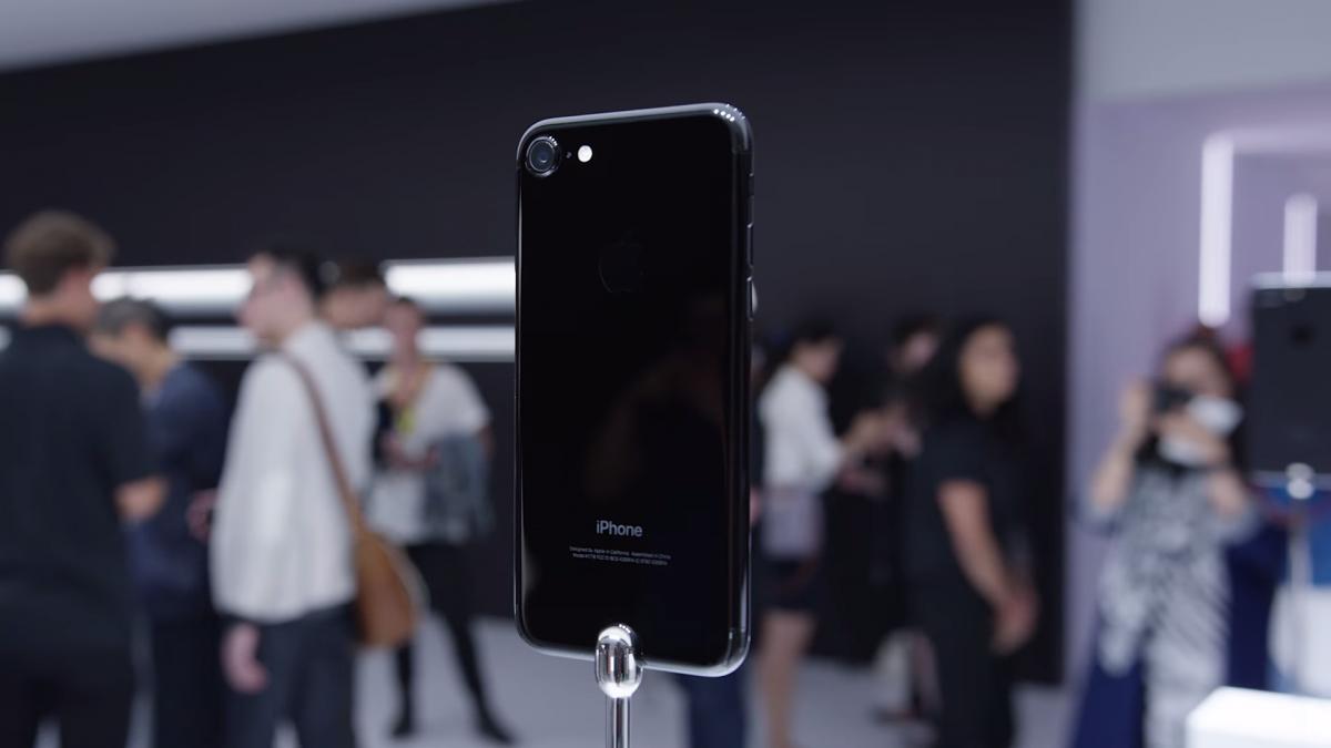 Het thoi vang hong, iPhone den bong 'len ngoi' chenh gia vai chuc trieu dong hinh anh 1