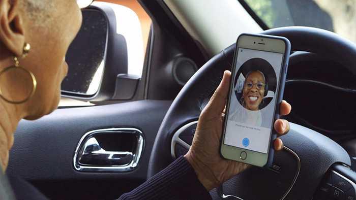 Tranh gian lan, Uber bat lai xe chup selfie hinh anh 1