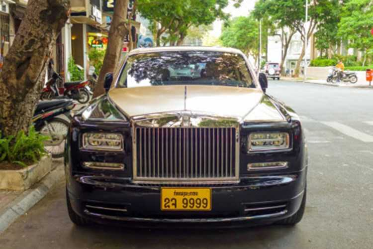 Rolls-Royce 60 ty cua dai gia Lao tren pho Viet hinh anh 2