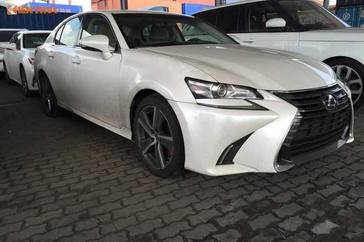 Lo dien sieu xe Lexus GS 200t gia 3,1 ty dong tai Ha Noi truoc ngay trien lam hinh anh 1