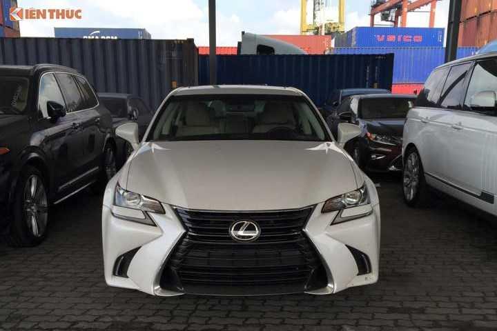 Lo dien sieu xe Lexus GS 200t gia 3,1 ty dong tai Ha Noi truoc ngay trien lam hinh anh 2