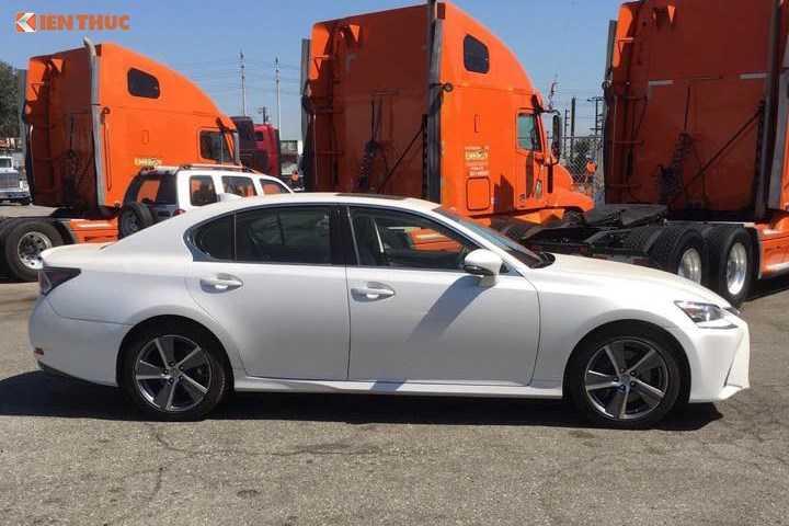 Lo dien sieu xe Lexus GS 200t gia 3,1 ty dong tai Ha Noi truoc ngay trien lam hinh anh 3