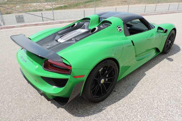 Sieu xe Porsche 918 Spyder mau doc co gia 45 ty dong hinh anh 3