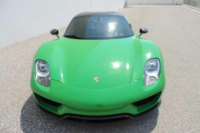 Sieu xe Porsche 918 Spyder mau doc co gia 45 ty dong hinh anh 1