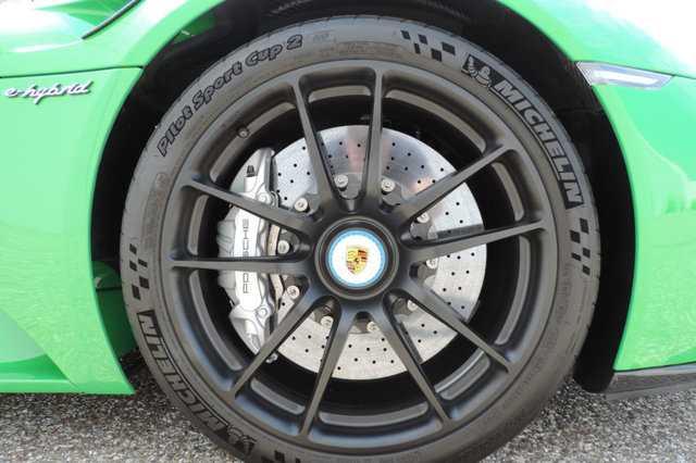 Sieu xe Porsche 918 Spyder mau doc co gia 45 ty dong hinh anh 7