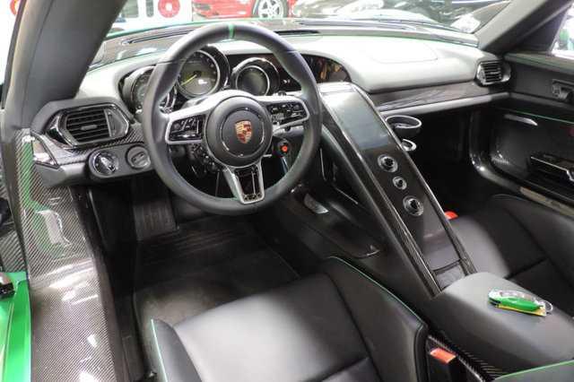 Sieu xe Porsche 918 Spyder mau doc co gia 45 ty dong hinh anh 9