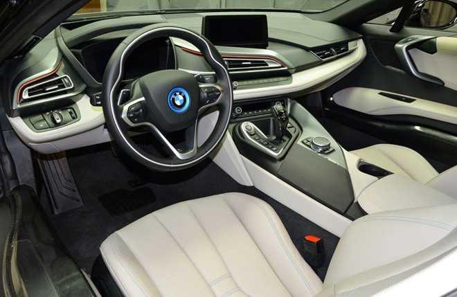 Ngam BMW i8 do chinh hang mau doc tai Abu Dhabi hinh anh 4