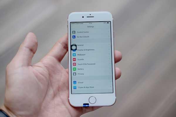 'iPhone 7' gia 2,5 trieu dong ban tran lan tai TP.HCM hinh anh 1