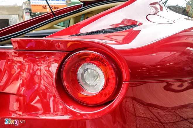Bat ngo sieu xe Ferrari F12 ban do nhap Dubai ra bien so Sai Gon hinh anh 10