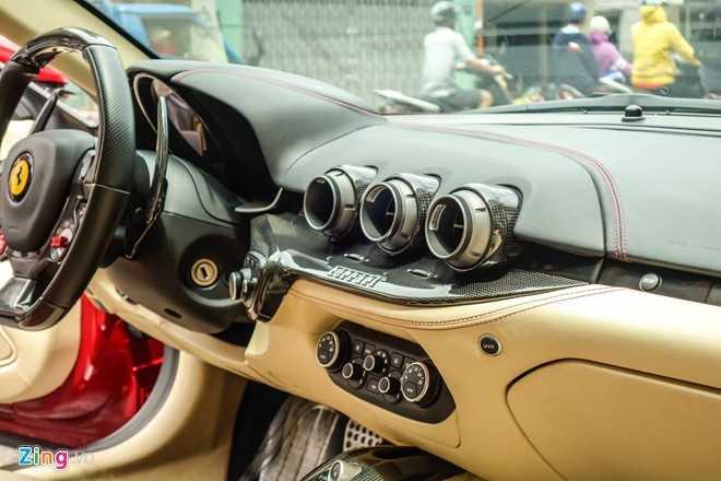 Bat ngo sieu xe Ferrari F12 ban do nhap Dubai ra bien so Sai Gon hinh anh 7