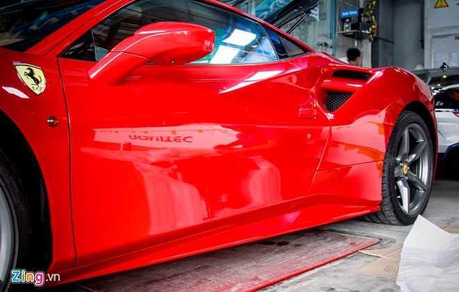 Sieu xe Ferrari 488 GTB tai Da Nang len goi do hang hieu hinh anh 4