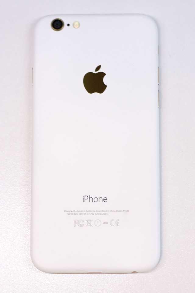 Sau iPhone den nham, xuat hien iPhone trang nham hinh anh 1