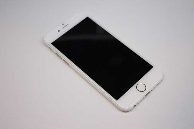 Sau iPhone den nham, xuat hien iPhone trang nham hinh anh 2