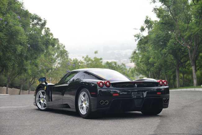 Choang vang Ferrari Enzo den bong gia 75,9 ty dong hinh anh 2
