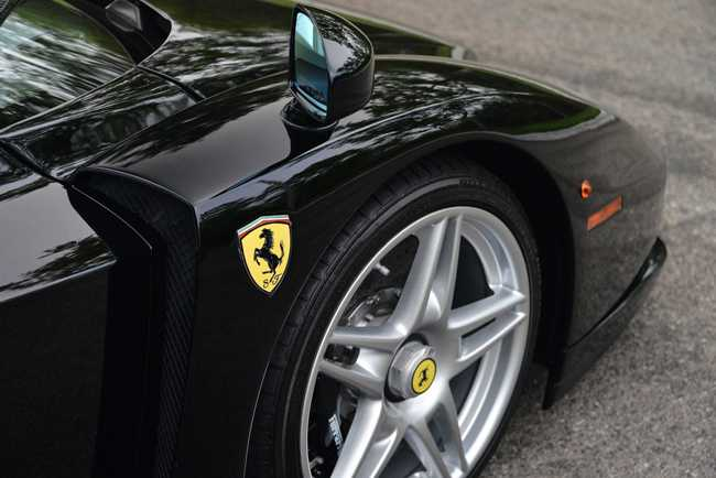 Choang vang Ferrari Enzo den bong gia 75,9 ty dong hinh anh 6