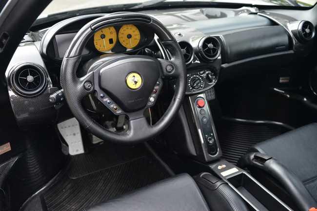 Choang vang Ferrari Enzo den bong gia 75,9 ty dong hinh anh 3