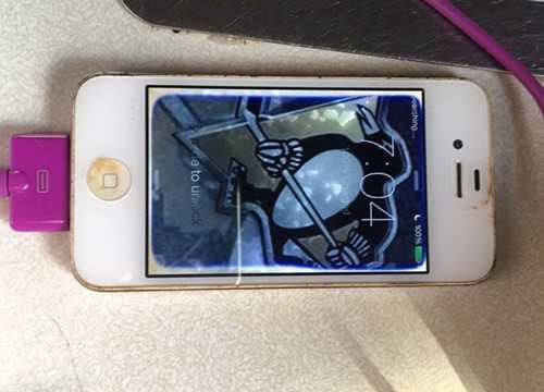 Ngam mot nam duoi ho, iPhone 4 van song sot hinh anh 2