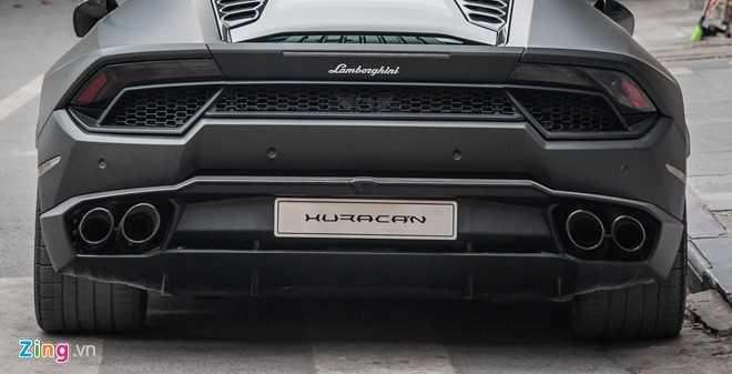 Lamborghini Huracan mau den mo doc nhat Viet Nam xuong pho hinh anh 5