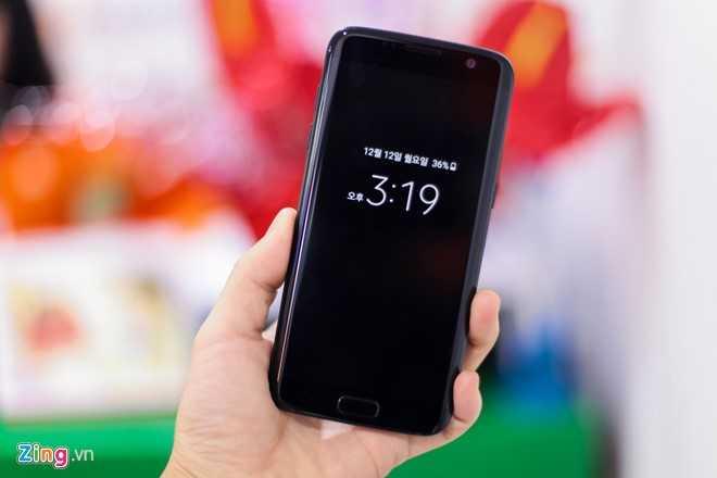 Ngam Samsung Galaxy S7 edge mau den bong dau tien tai Viet Nam hinh anh 4