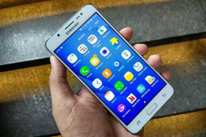 'San' smartphone duoi 5 trieu choi Tet hinh anh 2
