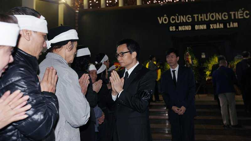30 Tet, roi nuoc mat tien dua GS Dinh Xuan Lam hinh anh 1