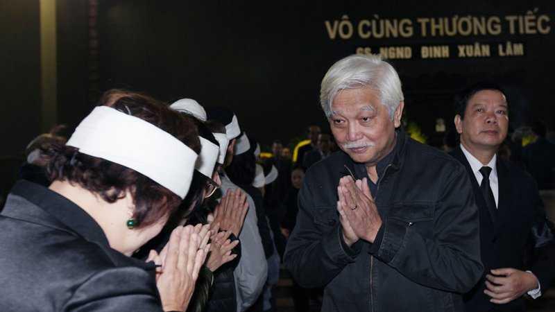 30 Tet, roi nuoc mat tien dua GS Dinh Xuan Lam hinh anh 10