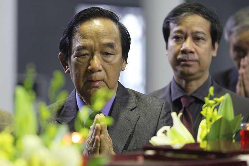 30 Tet, roi nuoc mat tien dua GS Dinh Xuan Lam hinh anh 9