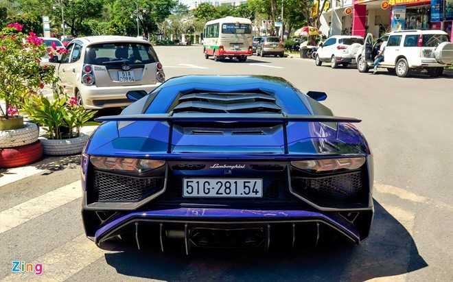 Minh Nhua dao pho Sai Gon bang sieu xe Lamborghini Aventador 35 ty hinh anh 2